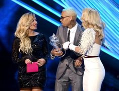 Chris Brown wins VMA for 'Best Male Video' - presented by Rita Ora & Demi Lovato