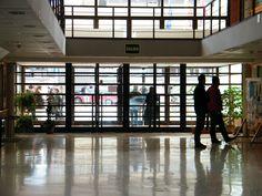 Entrada a la Facultad. Foto: Isis Saz ©