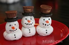 Snowman Donuts How fun! This will be fun for my son to help make!  Powdered Mini Donuts  Powdered Donut Holes  York Peppermint Patty  Reeses Mini Cup  Black Frosting   and a Candy Corn? for the nose.