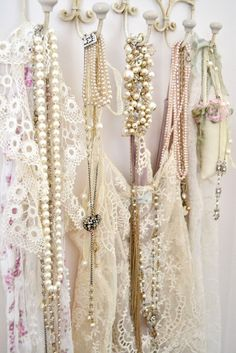 Pearl selection for the bride. Choosing the hue that best complements your gown.