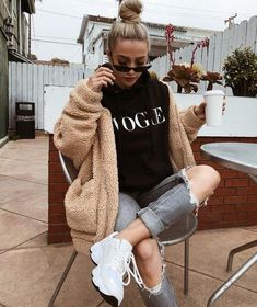 29 cute winter casual outfits for teens to wear school 22 Winter Fashion Outfits, Fall Winter Outfits, Look Fashion, Autumn Fashion, Sporty Fashion, Womens Fashion, Ski Fashion, Casual Winter, Hipster Fall Outfits