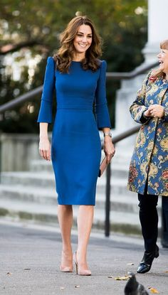 Kate Middleton& Blue Dress Proves You Don& Need a Costume to Wow on Halloween Duchess of Cambridge visits the Imperial War Museum in London in another special look Vestidos Kate Middleton, Moda Kate Middleton, Looks Kate Middleton, Kate Middleton Latest News, Kate Middleton Outfits, Blue Dress Outfits, Fresh Outfits, Blue Dresses, Cool Outfits