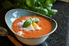 Enkel, heimelaga tomatsuppe - LINDASTUHAUG Vegetarian Eggs, Thai Red Curry, Ethnic Recipes, Desserts, Food, Tailgate Desserts, Deserts, Essen, Postres