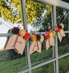 Hottest Photographs Give thanks banner for fireplace mantel with paper flowers, Thankful banner and rustic fall decor, Fall wedding sign Style These decorations are simple and easy, but some people may never have these some ideas corner their 3d Paper Flowers, Paper Flower Garlands, Fall Wedding Decorations, Thanksgiving Decorations, Thanksgiving Banner, Harvest Decorations, Thanksgiving Birthday, 3d Flower Wall Decor, Fall Paper Crafts