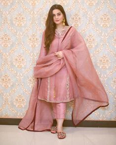 Fancy Dress Design, Stylish Dress Designs, Designs For Dresses, Pakistani Fashion Party Wear, Pakistani Wedding Outfits, Pakistani Dress Design, Pakistani Couture, Wedding Hijab, Wedding Dresses