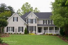 A detailed list with photos - my favorite Benjamin Moore paint colors. Benjamin Moore Exterior Paint, Exterior Gray Paint, Exterior Paint Colors For House, Paint Colors For Home, Exterior Colors, Exterior Design, Brick House Colors, Colonial Exterior, House Paint Color Combination
