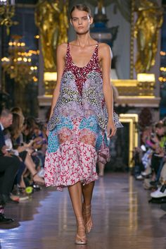 A look from the Stella McCartney Spring 2015 RTW collection.
