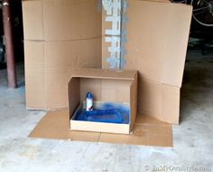 Spray Painting booth made out of a carboard box Spray Paint Booth, Diy Spray Paint, Spray Painting, Painting Tips, Furniture Cleaner, Egg Decorating, Interior Decorating, Painted Boxes, Creative Walls