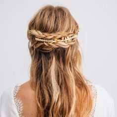 Découvrez notre délicat ornement Epi Gold disponible sur notre e-shop dans notre collection d'accessoires de tête Mariage.