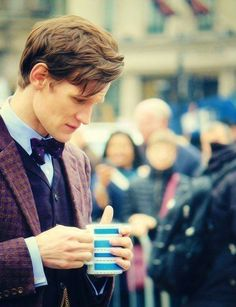 Matt Smith is beautiful in this pic from 'Doctor Who' (behind the scenes)
