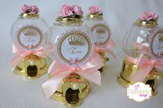 mini baleiro dourado Princess Favors, Princess Party, Cake Pops, Perfume Bottles, Diy, Baptisms, Baby Shower, Candy, Birthday