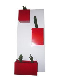 Jardin vertical rojo 90cm x 40cm x 13cm $ 150.000