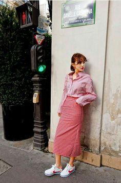 Korean Fashion – How to Dress up Korean Style – Designer Fashion Tips Fashion Wear, Modest Fashion, Skirt Fashion, Womens Fashion, Korean Fashion Trends, Asian Fashion, Retro Fashion, Autumn Fashion Women Fall Outfits, Look Con Short
