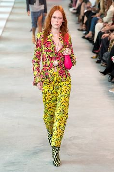 Michael kors spring summer 2019 ready to wear-ready woman vogue runway print trend - read the spring summer 2019 trends fashion week coverage on Womens Fashion Casual Summer, Spring Summer Fashion, Curvy Fashion, Boho Fashion, Fashion Trends, Runway Fashion, Vogue, Estilo Boho, Michael Kors Collection