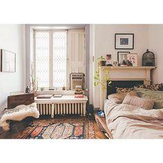 So cozy..love the rug colors via @moontomoon