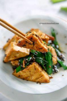 Pan fried tofu with fermented black bean sauce Tofu Dishes, Veggie Dishes, Veggie Food, Vegetarian Recipes, Cooking Recipes, Healthy Recipes, Vegan Vegetarian, Raw Vegan, Black Bean Sauce Recipe