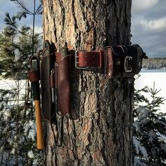 Thanks @bushcraftica for sharing your belt kit- I liked it so much I thought I would share mine. Bushbelt in the wild! Inspired by belts past and present from @jeffhatch @bowdrillaz_ @outofeden_bushcraft @bushcraftica @bushcraft_moe @n_e_wilderness as well - check them out and give them a follow if you haven't done so already…