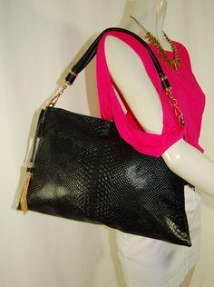 Lovely bag Thyra. http://www.style2wear.nl/a-28050835/tassen/tas-thyra/