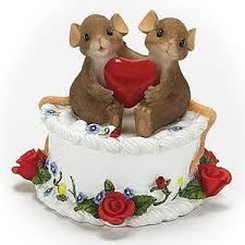 Charming Tails mmm valentine cake