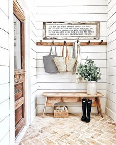 Country house trend: country decor ideas - entrance in country house style - the floor . - Country house trend: country decor ideas – entrance in country house style – the floor floor – - Entry Way Design, Decor, Foyer Decorating, Farmhouse Mudroom, House Design, Sweet Home, Country Decor, Home Trends, House Interior