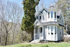 Tiny Victorian Cottage in Maine 001 rural_ dead end dirt road propane heat_ 4 acres_ shoreland addre Small Cottage House Plans, Small Cottage Homes, Small Cottages, Tiny House Living, Cozy Cottage, Tiny Homes, Dream Homes, Country Cottages, Cottage Ideas