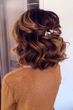 Quince Hairstyles, Wedding Hairstyles For Medium Hair, Short Hair Updo, Indian Hairstyles, Wedding Hairstyles For Short Hair, Curly Updos For Medium Hair, Simple Hairstyles, Bob Updo Hairstyles, Curly Hair For Wedding