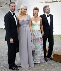 Mette-Marit Photos Photos - Norwegian Crown Prince Haakon, Crown Princess Mette-Marit, Princess Martha and husband Ari Behn, leaving the Royal ship KS Norge in Sweden. The Royals were arriving for the Royal dinner on the eve of the Victoria of Sweden's wedding. - The Crown Prince and Princess of Sweden at a Royal Dinner