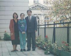 Marta Kaczyńska z rodzicami na tarasie gabinetu ministra stanu (Warszawa, 1991 rok)