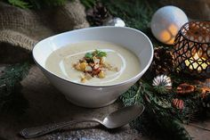 Pastinaken-Birnen-Suppe mit Pekanüssen & Zimt