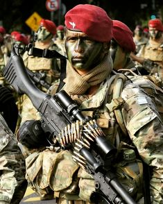 Best Special Forces, Military Special Forces, Special Ops, Military Couples, Military Love, Red Berets, Army Jobs, Modern Warfare, Character Design Inspiration