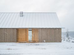 Modern materials plus local tradition – Dalslandsstugan in Bengtsfors, Sweden by Jim Brunnestom, Magnus Hellum & Hampus Berndtson. Photo Hampus Berndtson in Scandinavian Cabin, Scandinavian Architecture, Contemporary Architecture, Cabin Style Homes, Wood Facade, Weekend House, Box Houses, Small Buildings, Timber House
