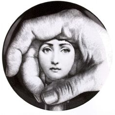 The endless face of Lina Cavalieri, re-imagined by Piero Fornasetti, decorate these superior ceramic plates. Each of them is a true collector's piece for any design and art enthusiast and is part of the historical 'Themes and Variations'. Service Assiette, Black And White Plates, Black White, Piero Fornasetti, Fornasetti Wallpaper, Grey Home Decor, Male Hands, Italian Painters, Art Academy