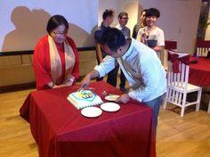 Potong kue #Yotomo2ndAnniversary by @wahyudi @Ghita_kuke