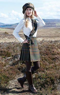 Ladies Plaid Short Kilt - House of Bruar Plaid Outfits, Skirt Outfits, Fashion Outfits, Scottish Skirt, Pencil Skirt Tutorial, Scottish Clothing, Kilt Skirt, Irish Fashion, Scottish Women