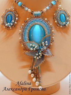 Pretty and blue Seed Bead Jewelry, Bead Jewellery, Beaded Jewelry, Beaded Necklace, Beaded Bracelets, Necklaces, Bead Embroidery Jewelry, Beaded Embroidery, Diy Schmuck