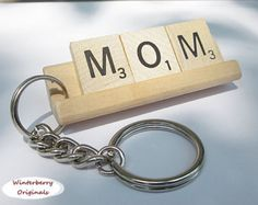 MOM Scrabble Tile Keychain - Keyring, Gift for Mom, Keys, Mother's Day gift, key chain Scrabble Letter Crafts, Scrabble Art, Scrabble Tiles, Diy Gifts For Mom, Gifts For Coworkers, Gifts For Him, Homemade Gifts, Thing 1, Manualidades