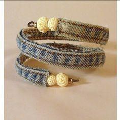 Shabby Chic bangle made from the inseam of old jeans, wire and beads Bracelet Denim, Bracelet Fil, Bracelet Making, Jewelry Making, Denim Armband, Artisanats Denim, Denim Fabric, Do It Yourself Jewelry, Denim Crafts