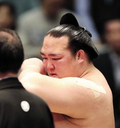 稀勢の里 奇跡の連覇に男泣き「見えない力を感じた15日間」 デイリースポーツ #相撲