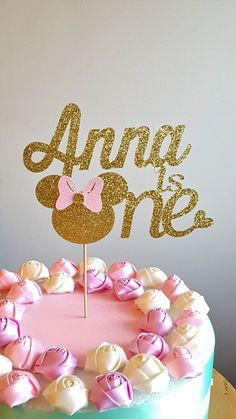 One Cake Topper, First Birthday Cake Topper, One Year Old Cake Topper-Gold Cake Topper- 1st birthday-smash cake-age-topper-number Add some sparkle to adorn that special little one year old Birthday cake by including this Gorgeous cake topper! Made of premium glitter card-stock and wooden stick. Glitter gold for front and white card stock in the back so you wont see the wooden pick. We want our toppers to look good from the front and the back! Dimensions: ♥ 6 inches wide and approx 8.2...