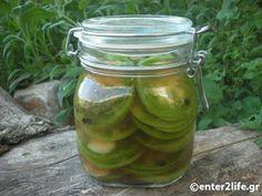Αγροσελίδα: Πράσινες Ντομάτες τουρσί με φρέσκα αρωματικά. Different Recipes, Yummy Food, Yummy Recipes, Preserves, Pickles, Cucumber, Mason Jars, Food And Drink, Vegan