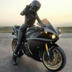 Motorcycle for women motorbikes biker chick 53 Ideas – Classic Cars Motorbike Girl, Motorcycle Helmets, Motorcycle Outfit, Motorbike Photos, Women Motorcycle, Girl Riding Motorcycle, Motorcycle Dealers, Motorcycle Jeans, Motorcycle Accessories