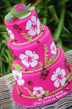 A hibiscus cake with bamboo border. I used my new Cricut cake to cut out the hibiscus and the leaves using gumpaste. The fondant colour is Fondarific Hot Pink with extra Wilton Rose added for a deeper colour. The turtle topper is fondant-covered. Crazy Cakes, Fancy Cakes, Hibiscus Cake, Hibiscus Flowers, Tropical Flowers, Tropical Colors, Luau Baby Showers, Luau Cakes, Cricut Cake