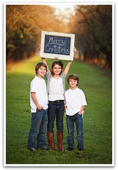 Family Christmas Photo Ideas-Funny Family Christmas Tree – Miracles from Nature