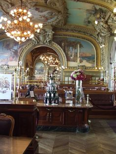 Restaurant Le Train Bleu in the Gare de Lyon, Paris.