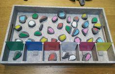 gewoonwij-sorteren-kleuteractiviteit-kleuren-cijfers-aantallen-vormen-dienblad-action-posca-15