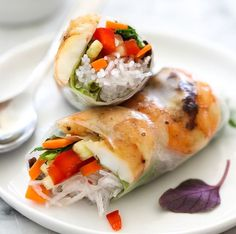Grilled Shrimp Vietnamese Spring Rolls | 10 Spring Roll Recipes With Sweet And Savory Fillings by Homemade Recipes at http://homemaderecipes.com/spring-roll-recipes/