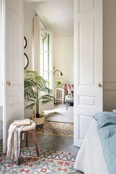 Undress your house and discover its soul - 00474322 Old floor with painted wooden doors and hydraulic mosaic - Home Interior, Interior Architecture, Interior Design, Style At Home, Dispositions Chambre, Barcelona Apartment, Bedroom Layouts, Bedroom Flooring, Dream Home Design
