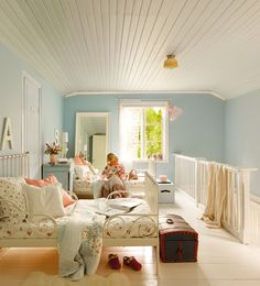 Dormitorio infantil con paredes azules_351826