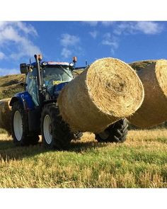 #Newholland T7 with round bales. Sent in by: @rebeccatait21