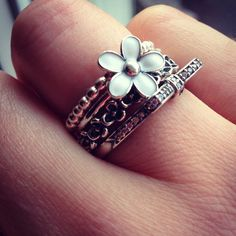 Pandora daisy and bow ring stack